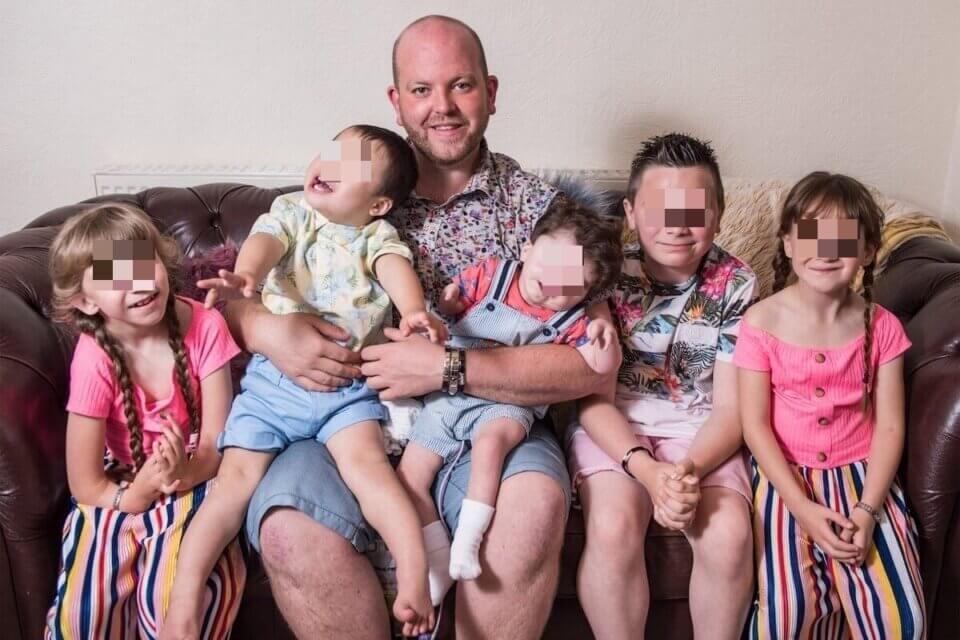 Padre gay e single adotta 6 bambini con disabilità: la storia di Ben (Padre gay e single adotta 6 bambini)
