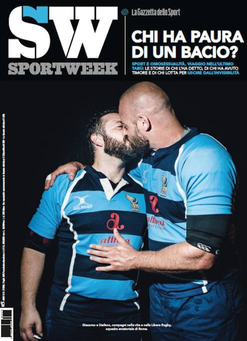 sportsweek_bacio_gay_libera